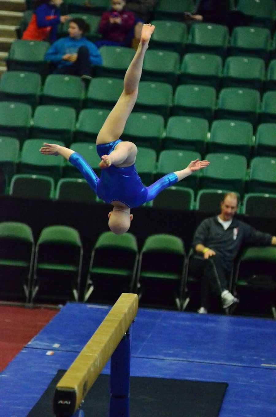 Gymnast with alopecia