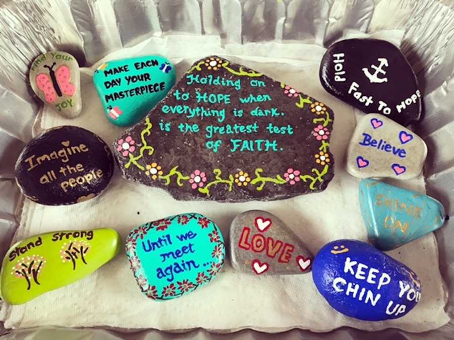 painted rocks- act of kindness