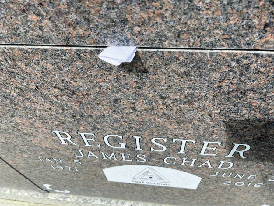 A widow's note to her late husband on his headstone