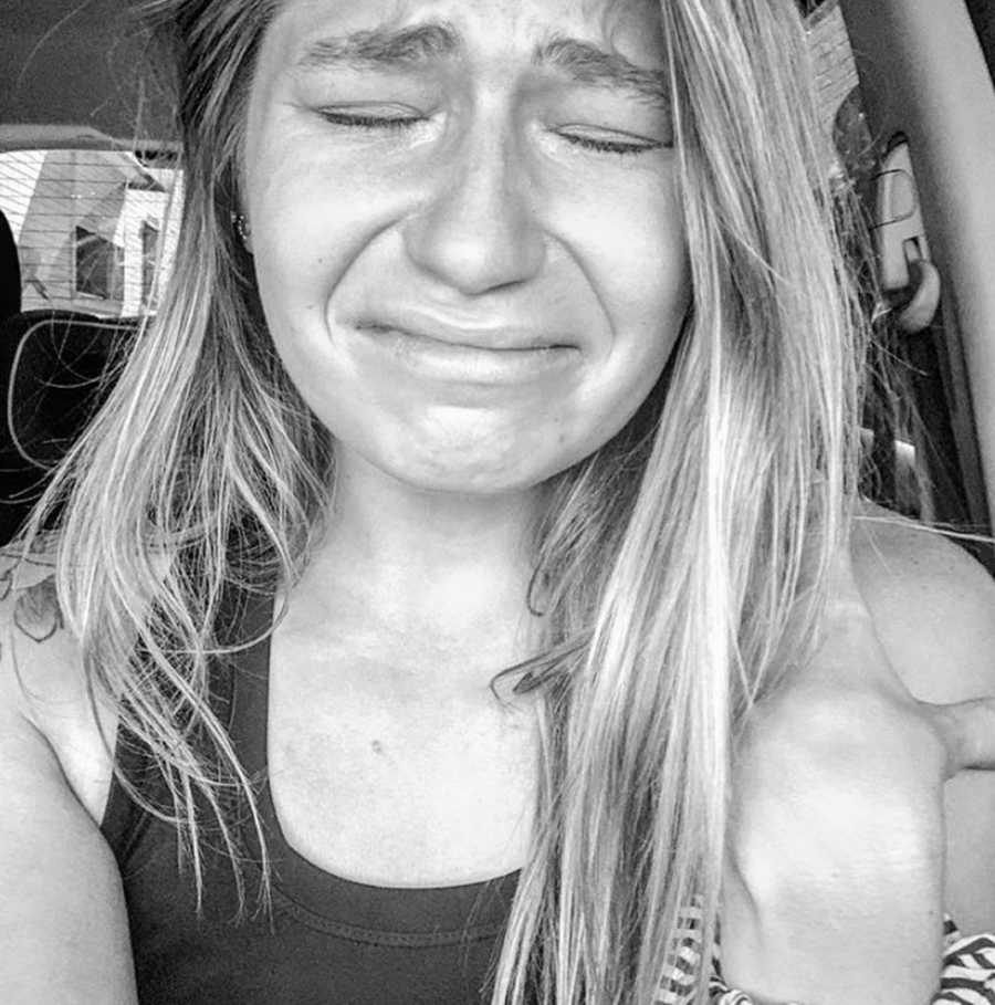 Woman trying to get pregnant takes real, raw photo of her crying in the car