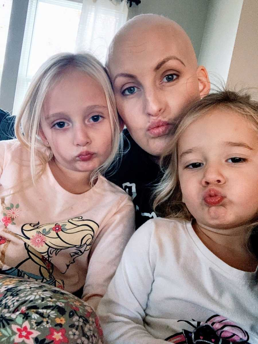 Mom with triple negative breast cancer takes a duck face selfie with two of her daughters