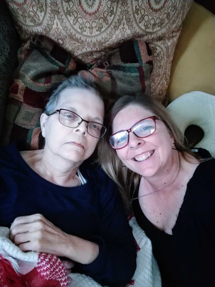 Woman takes a selfie with her unwell mother that she admires greatly