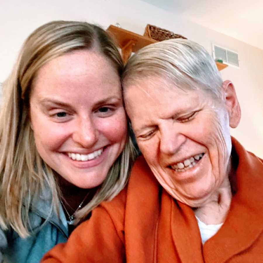 Daughter takes a sweet selfie with her mom who's battling Alzheimer's