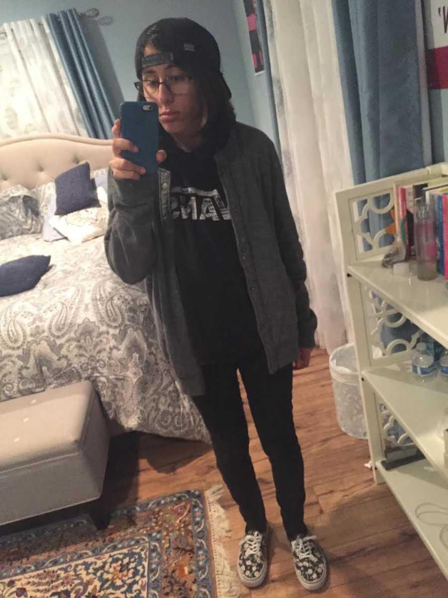 teenage girl mirror selfie