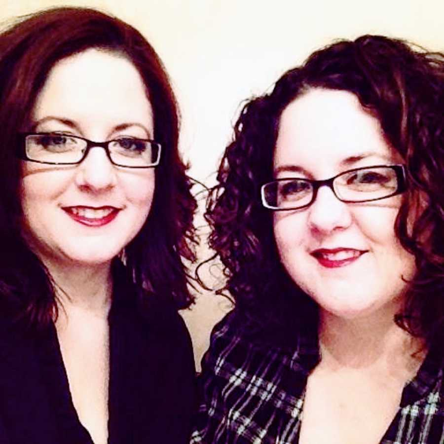 A woman and her twin sister, both wearing glasses