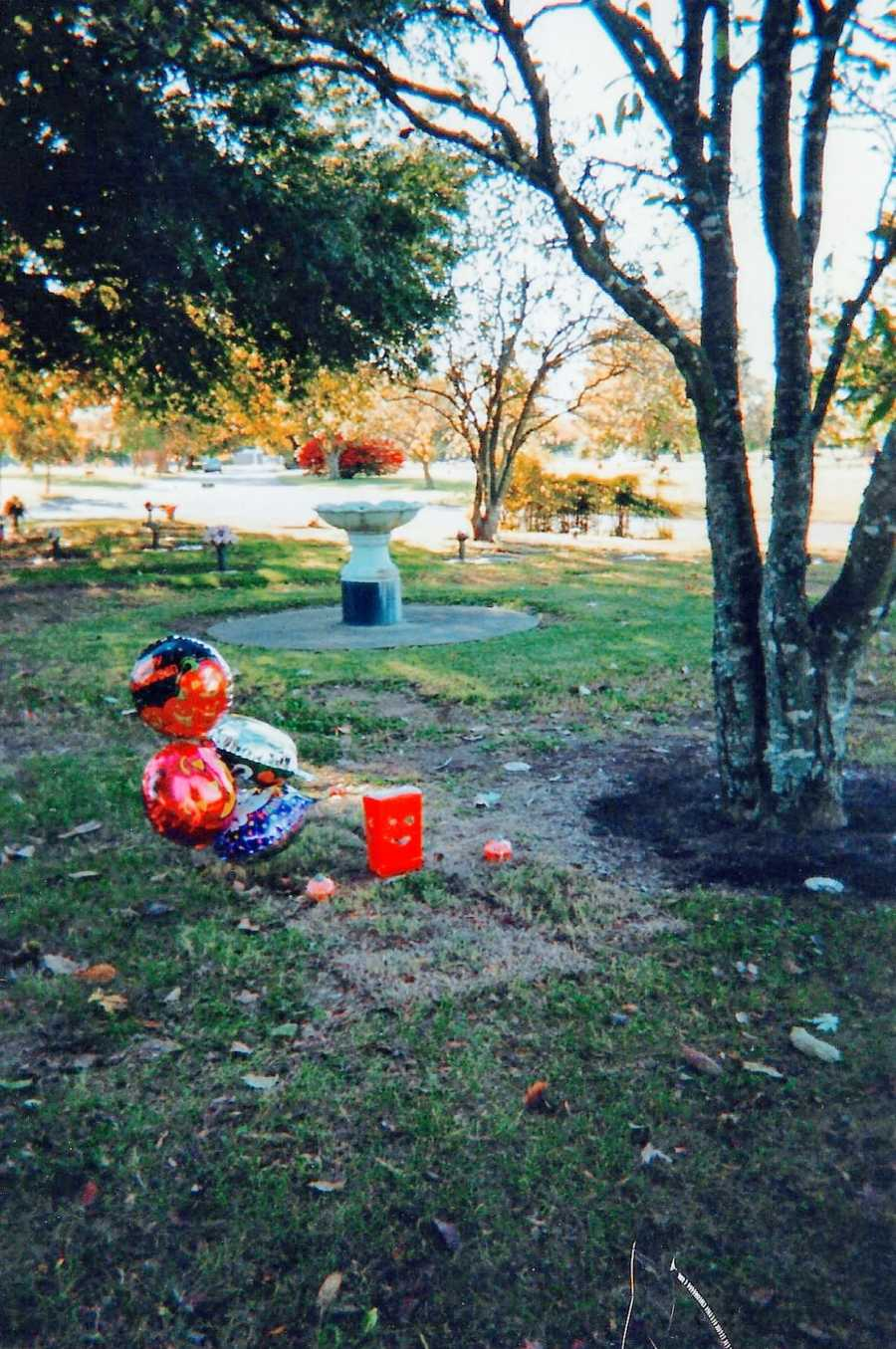 Mom takes photo of 5-month-old son's memorial after he died in a car accident