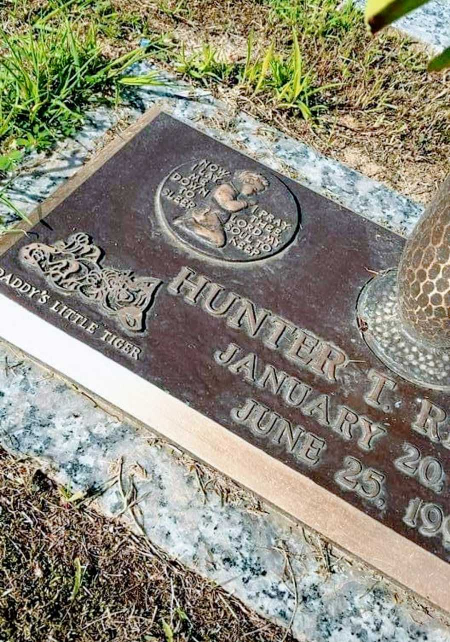 Mom takes photo of her 5-month-old son's grave after fatal car accident