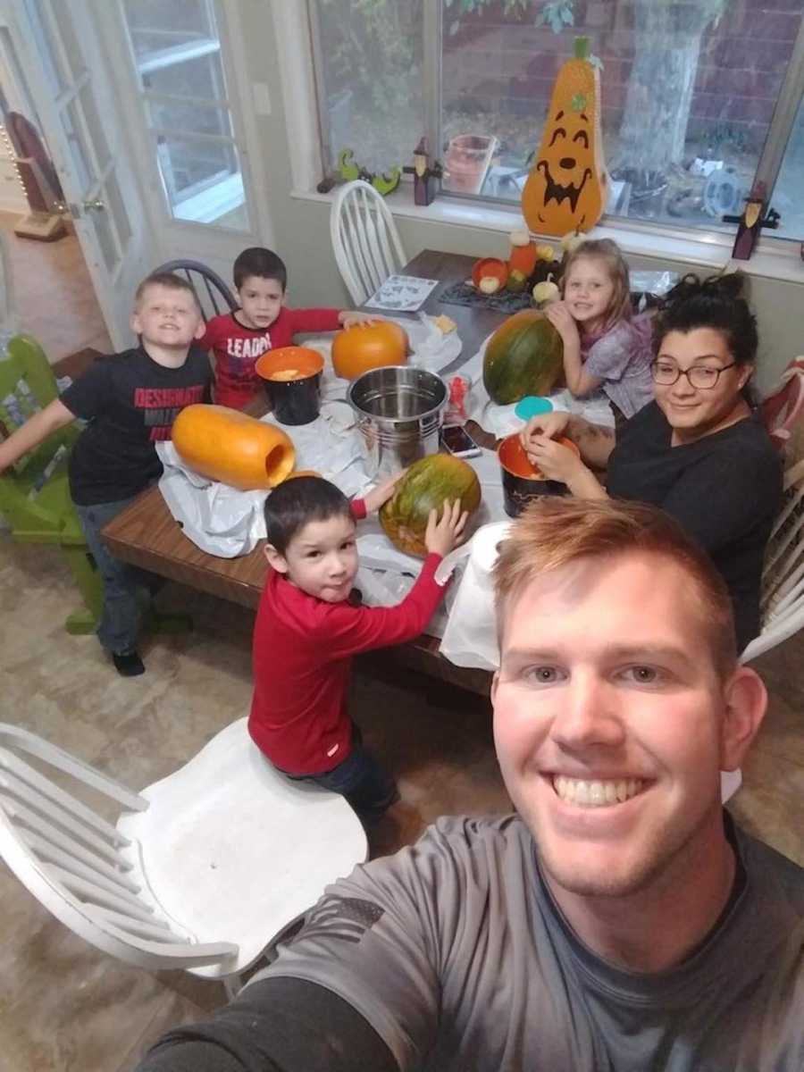 dad taking selfie with his 5 kids