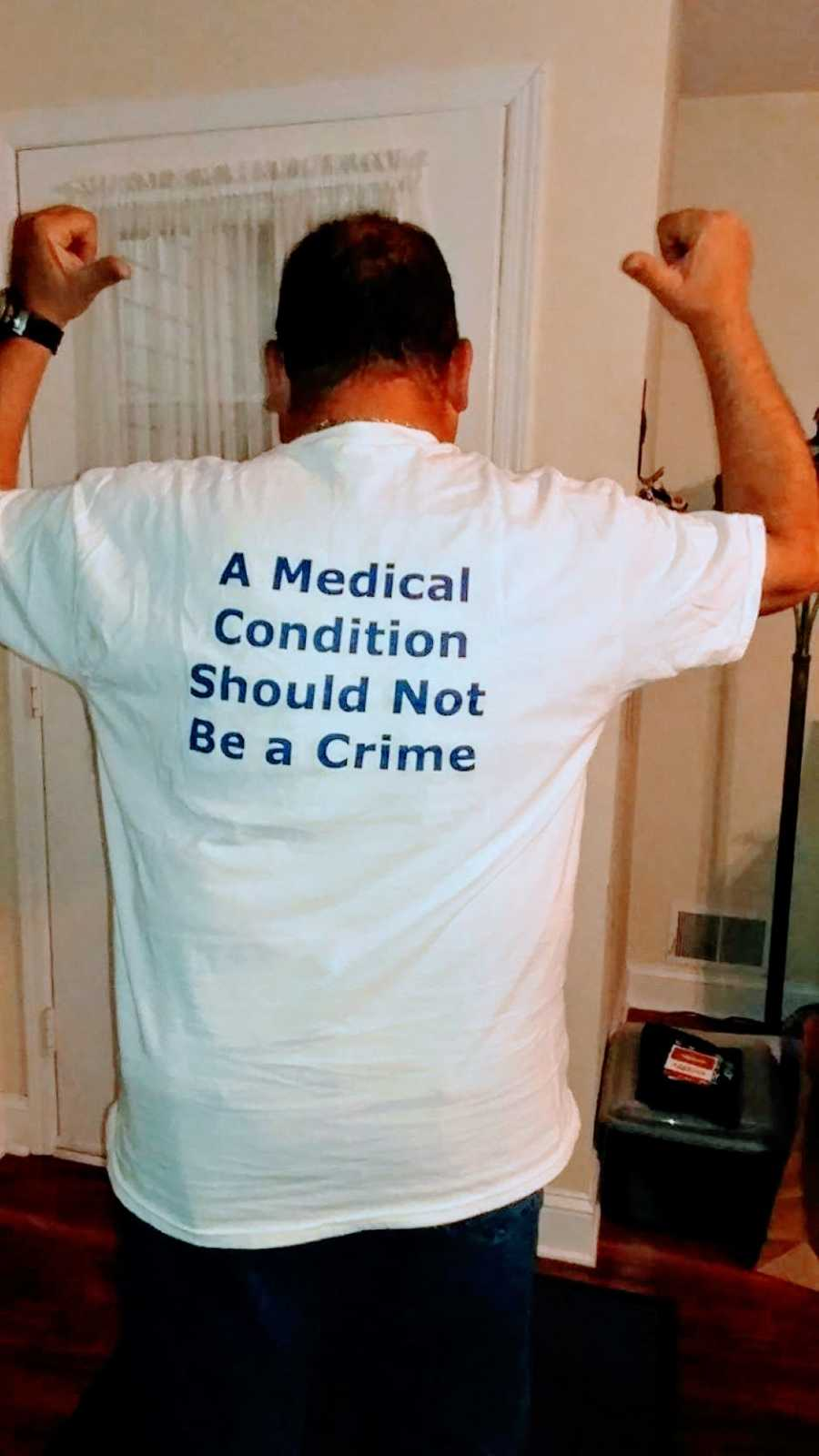 """Man who recovered from Auto-Brewery Syndrome wears a t-shirt that says """"A medical condition should not be a crime"""""""