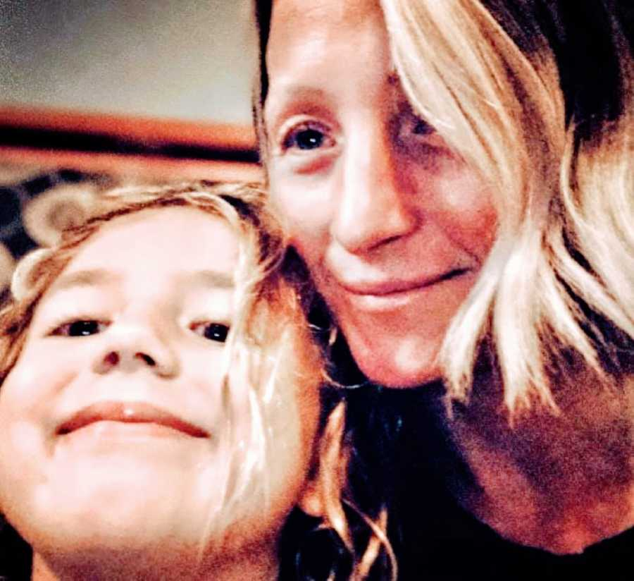 Mom takes selfie with her daughter while encouraging her to be herself
