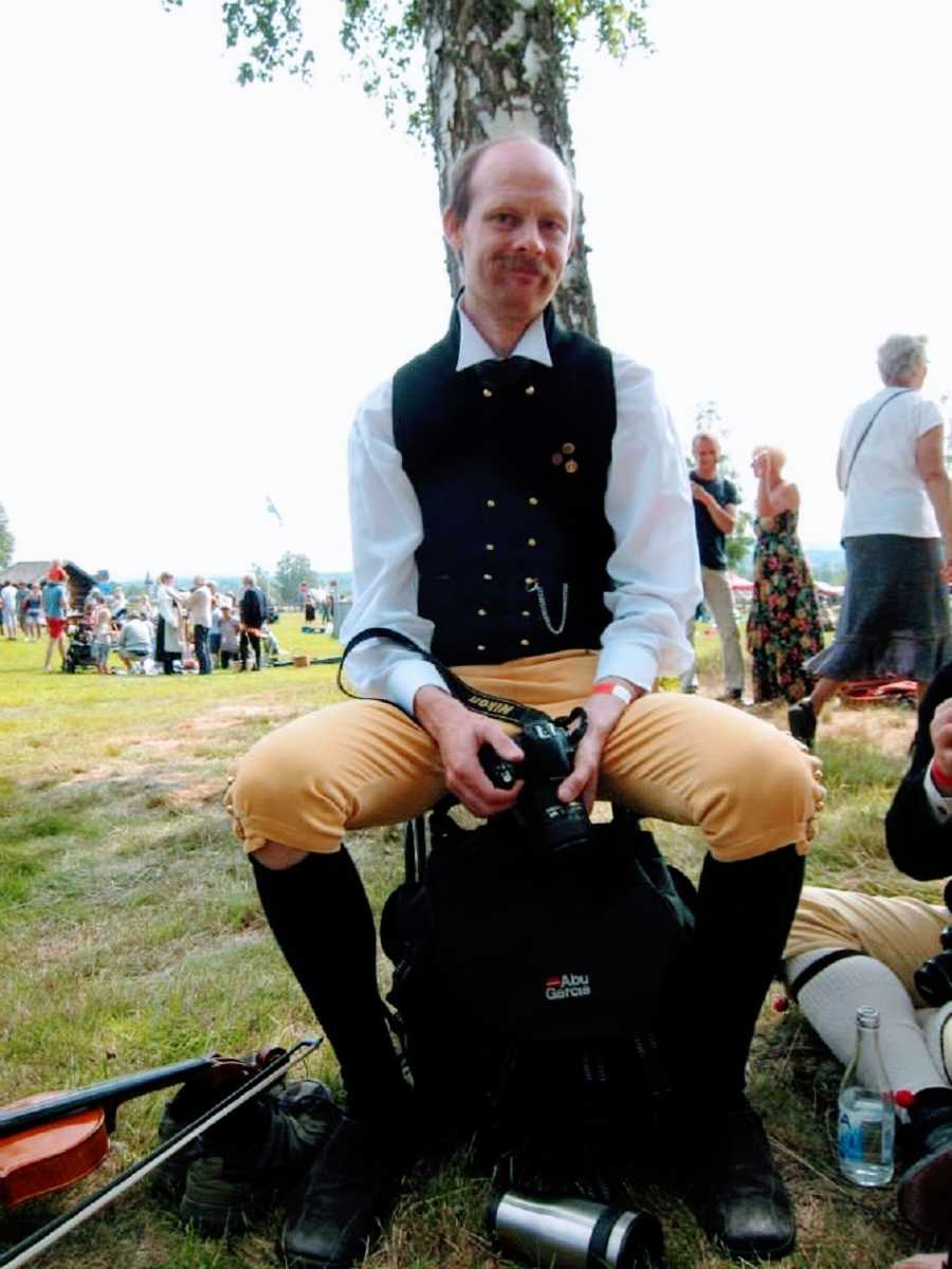 A man wearing traditional Swedish clothing