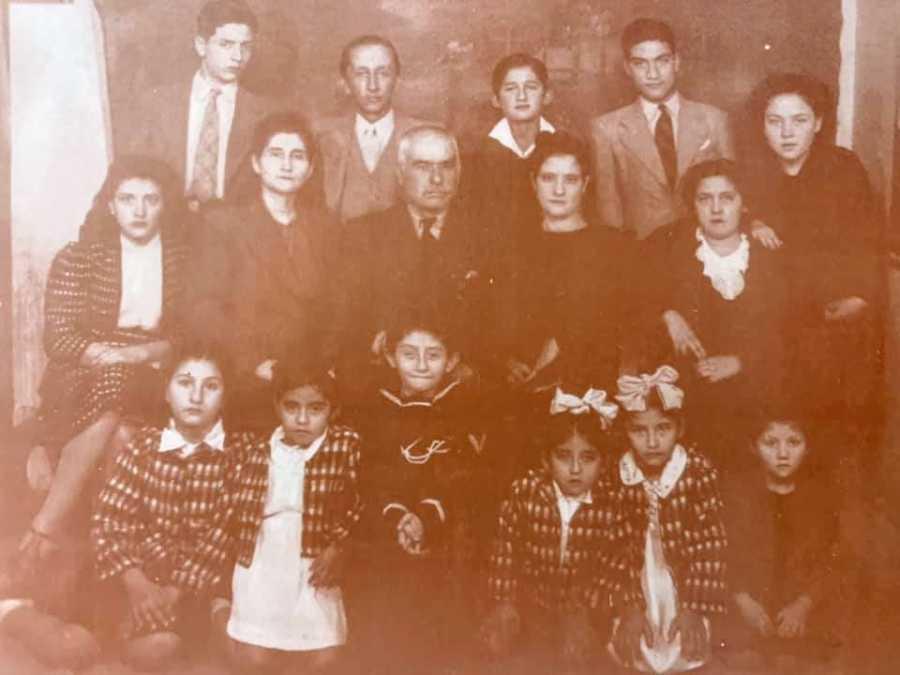 A large Peruvian family