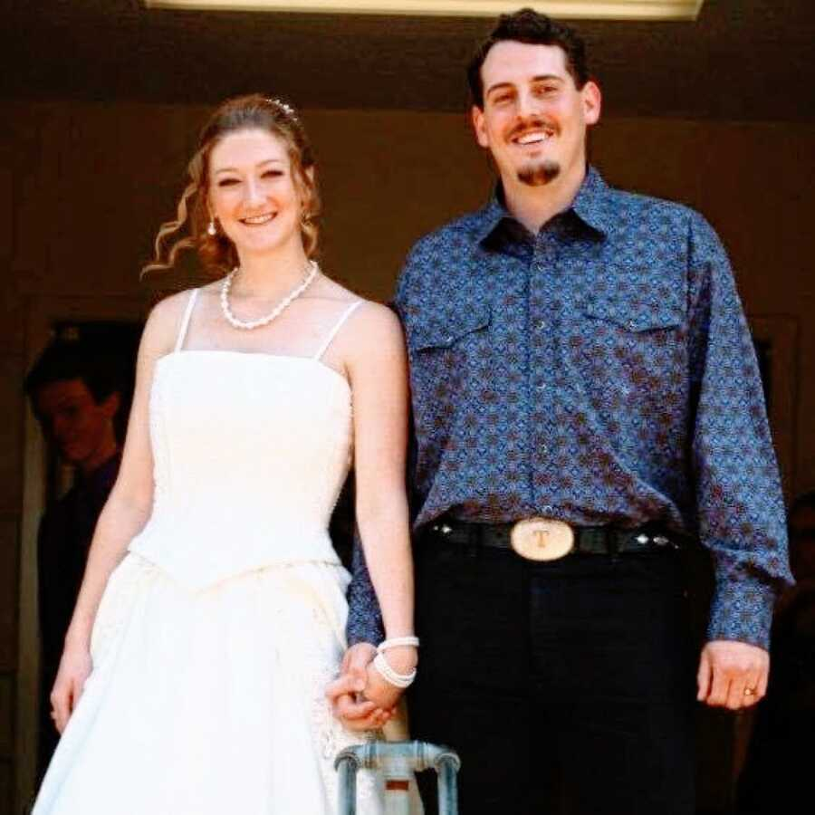 High school sweethearts get married in a simple and sweet ceremony