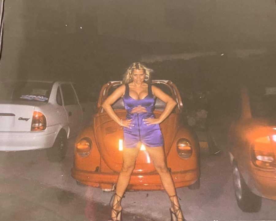 woman car modeling.