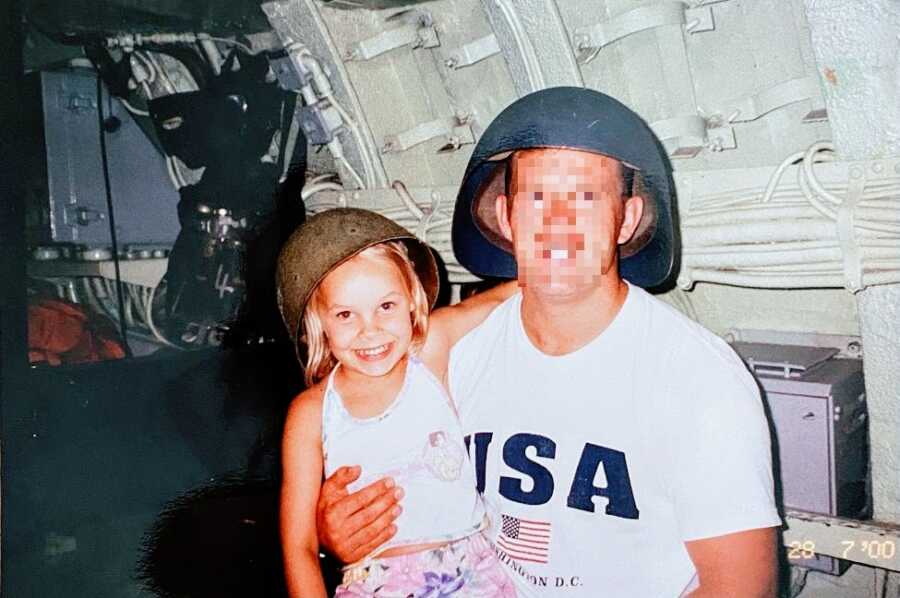 Little girl and her father togetehr
