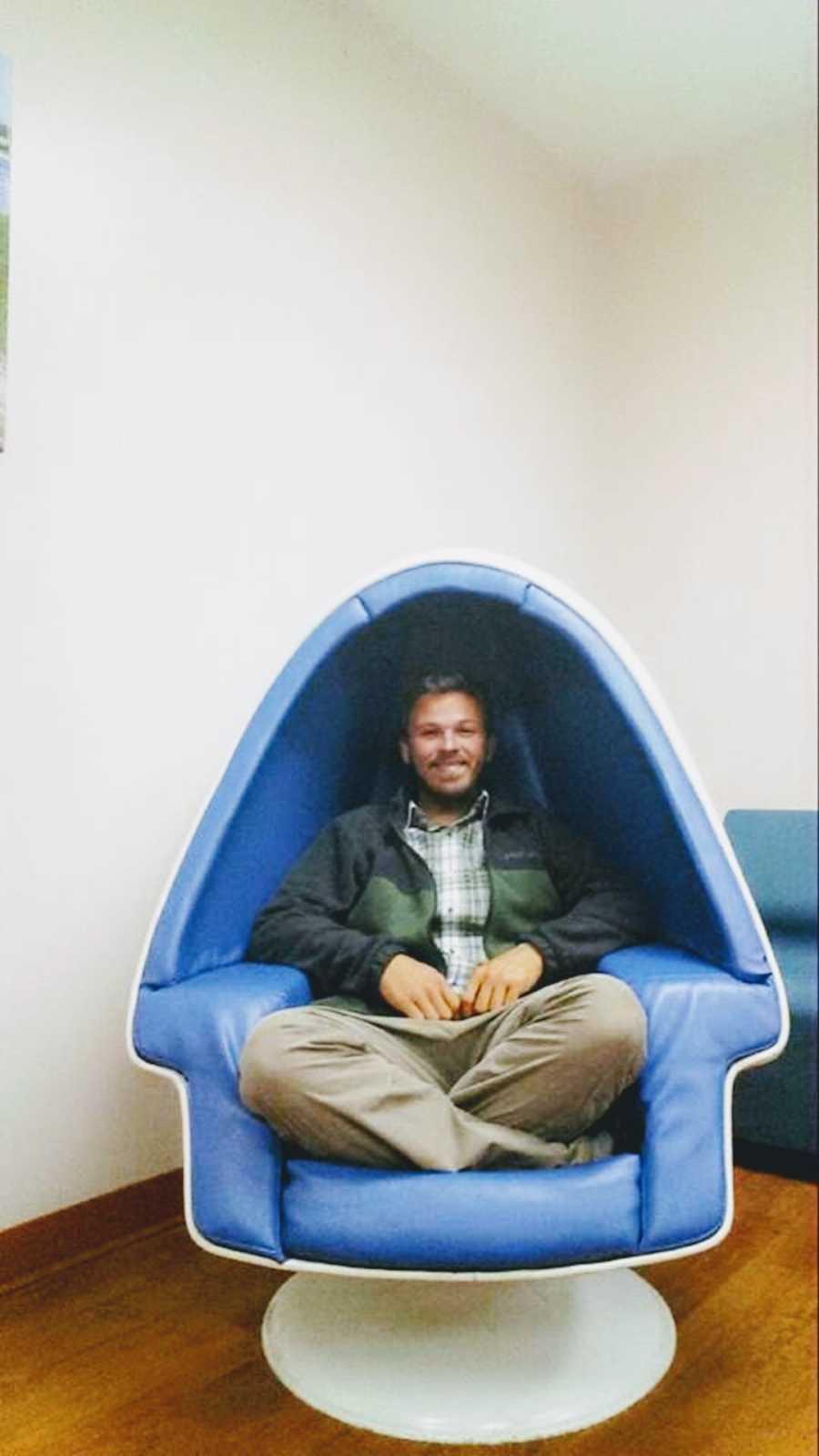 homeless man sitting at the VA hospital