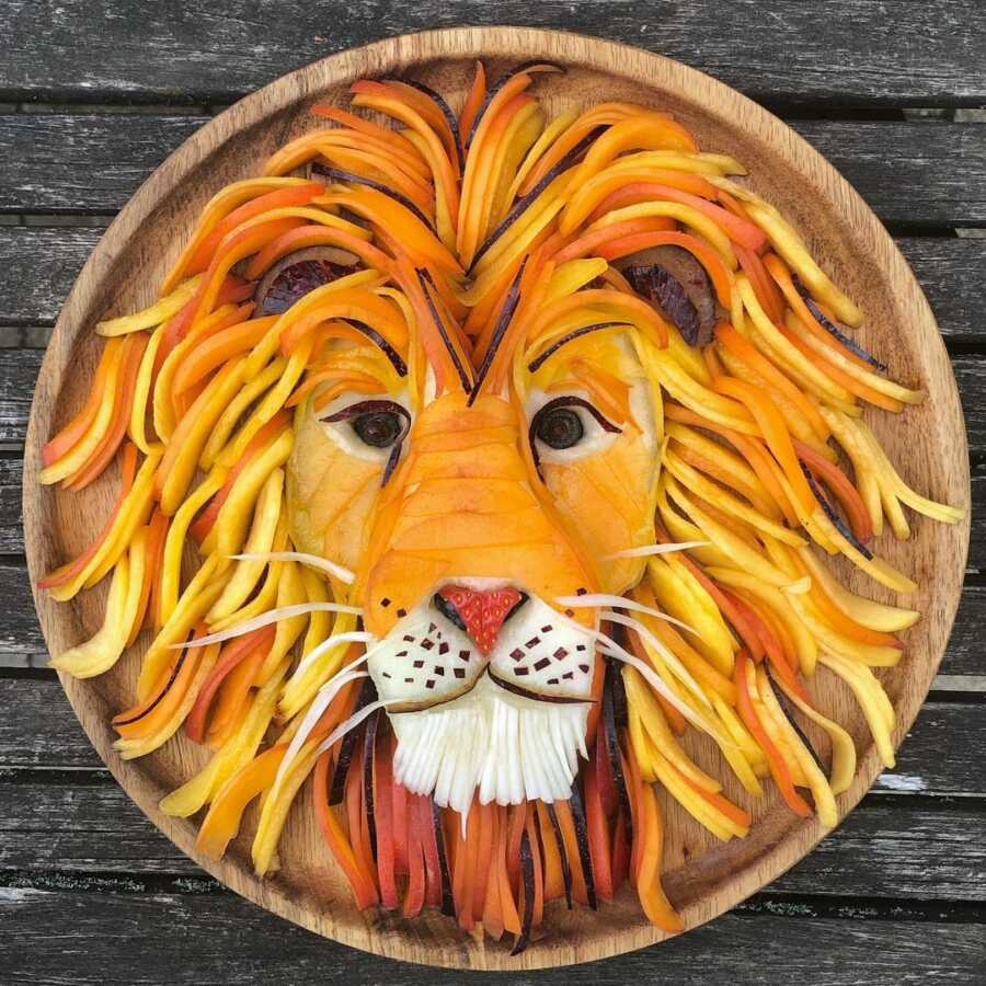 Edible food art platter scene of a lion.