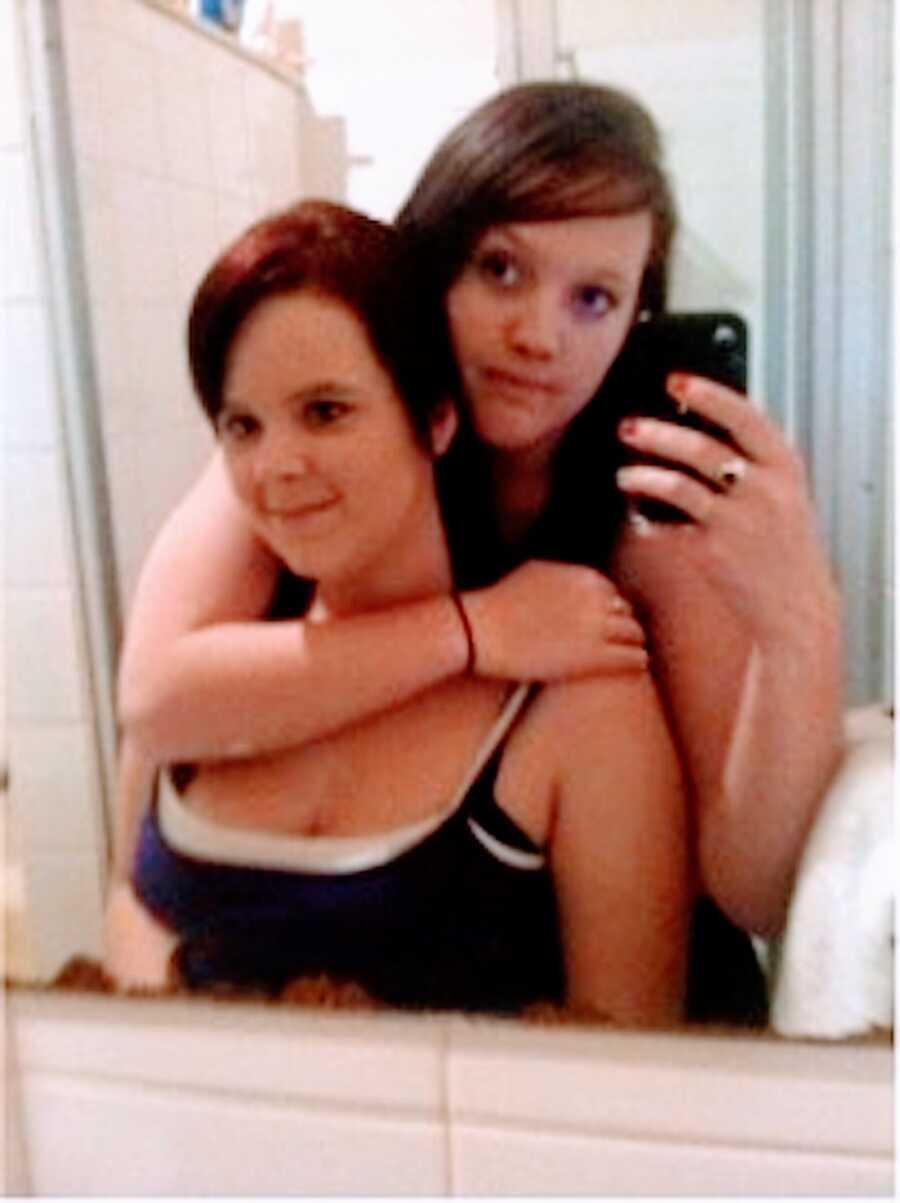 患有图雷特氏综合症的女人和她姐姐