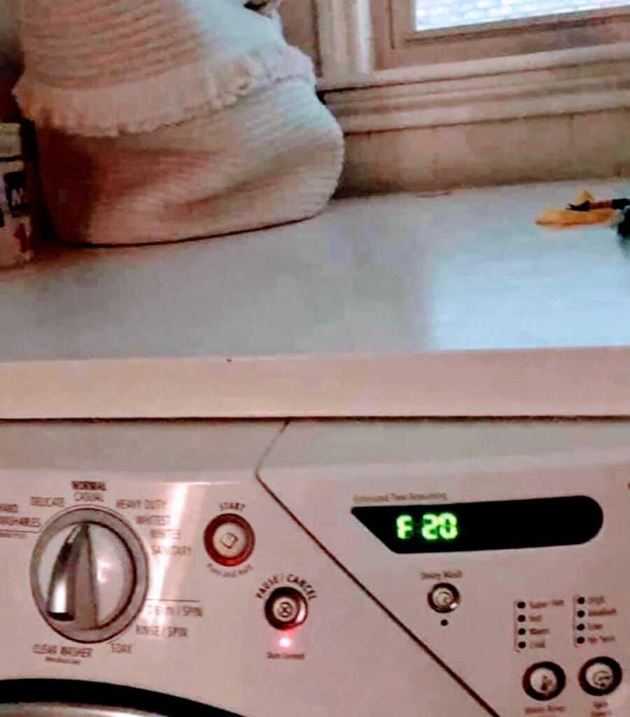 washing machine showing F 20