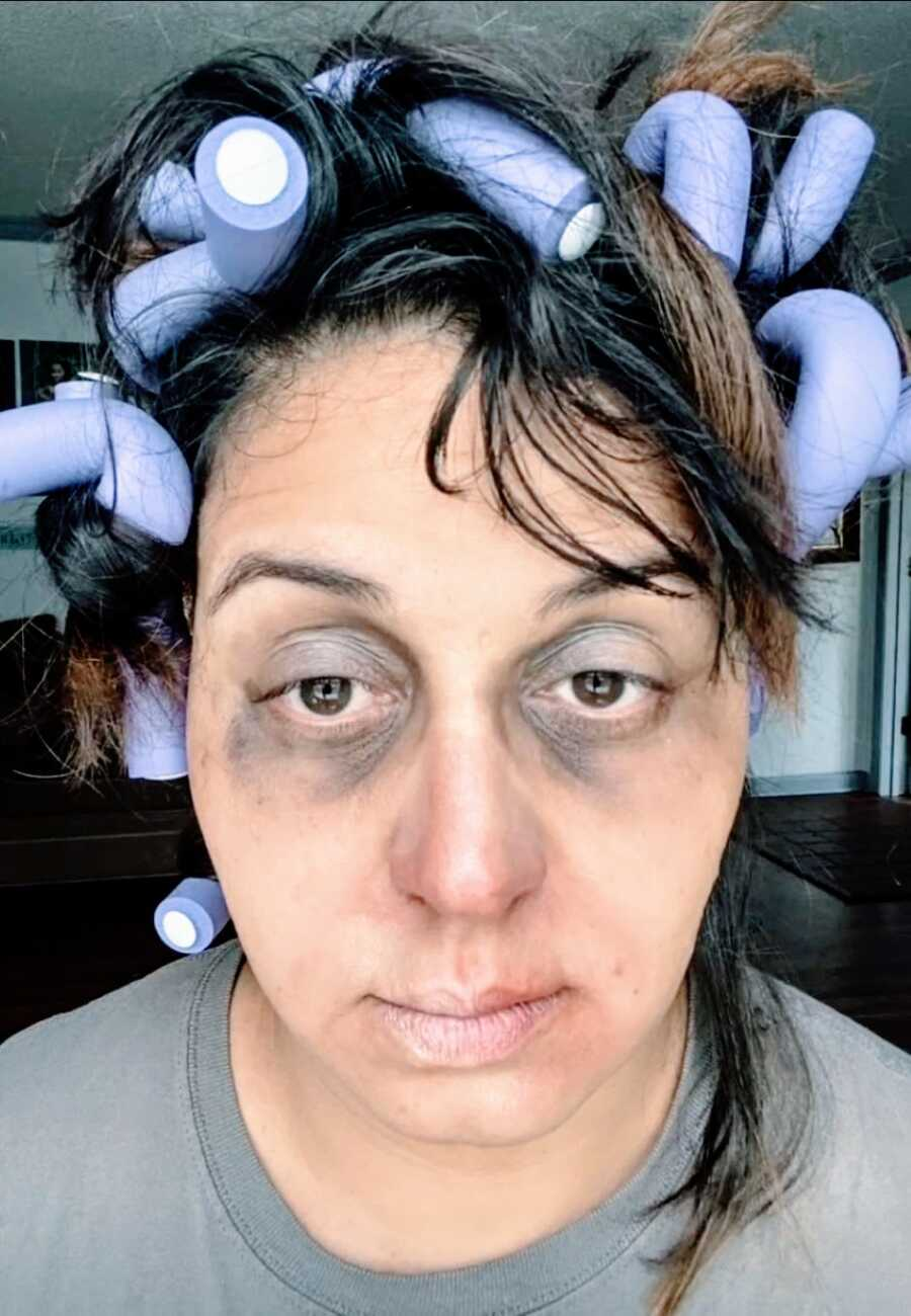 Mom takes an up close selfie of her DIY 'mombie' Halloween costume
