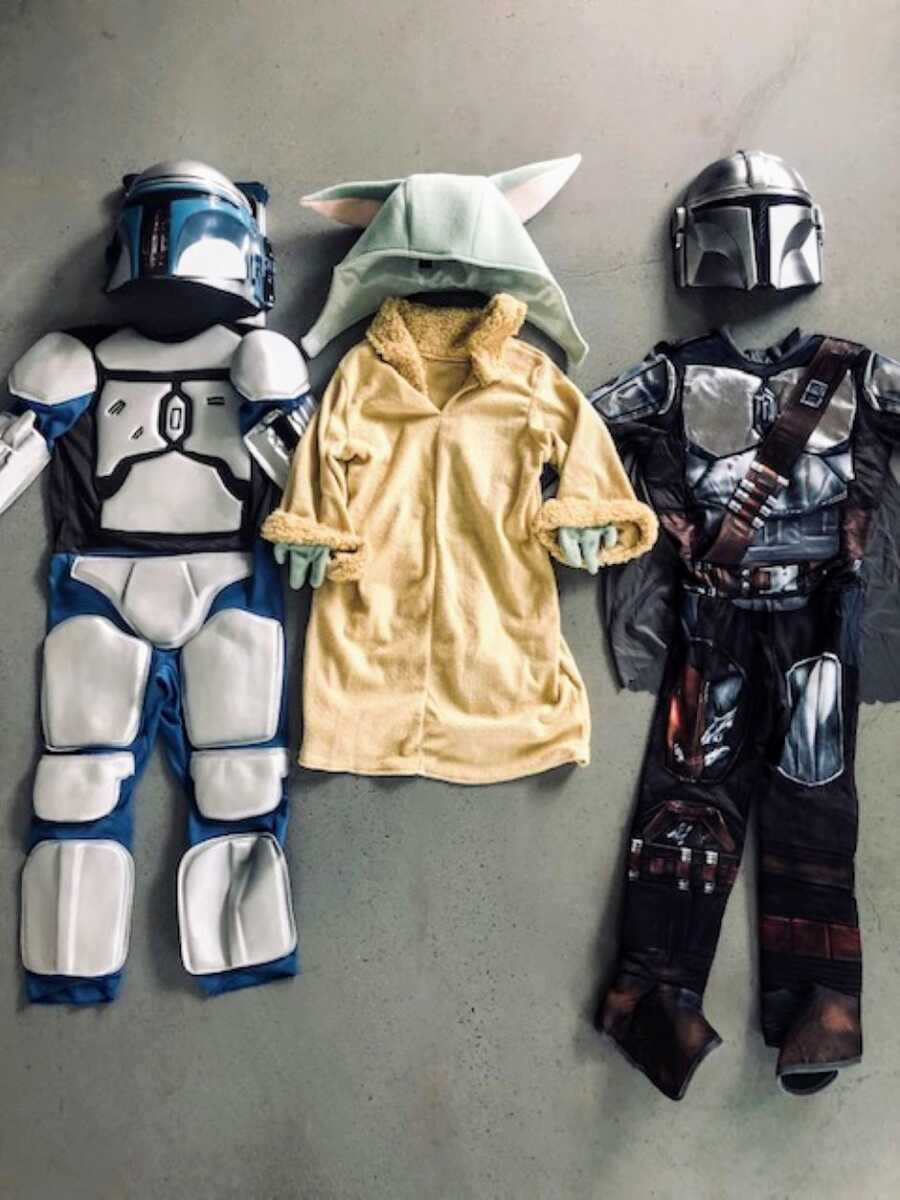 Mom of three sons takes a photo of their Star Wars Halloween costumes she purchased from Amazon