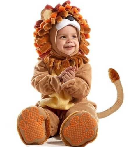 Baby lion costume for Halloween.