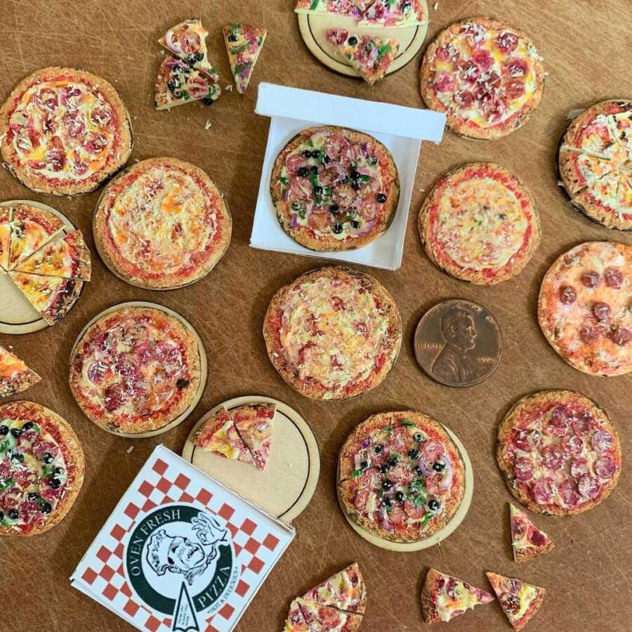 Miniature pizza clay sculpted dollhouse food.
