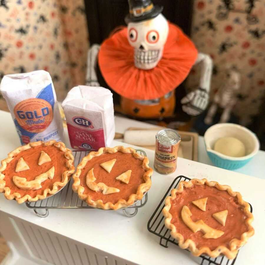 Miniature Jack-O-Lantern pies made from sculpted clay.